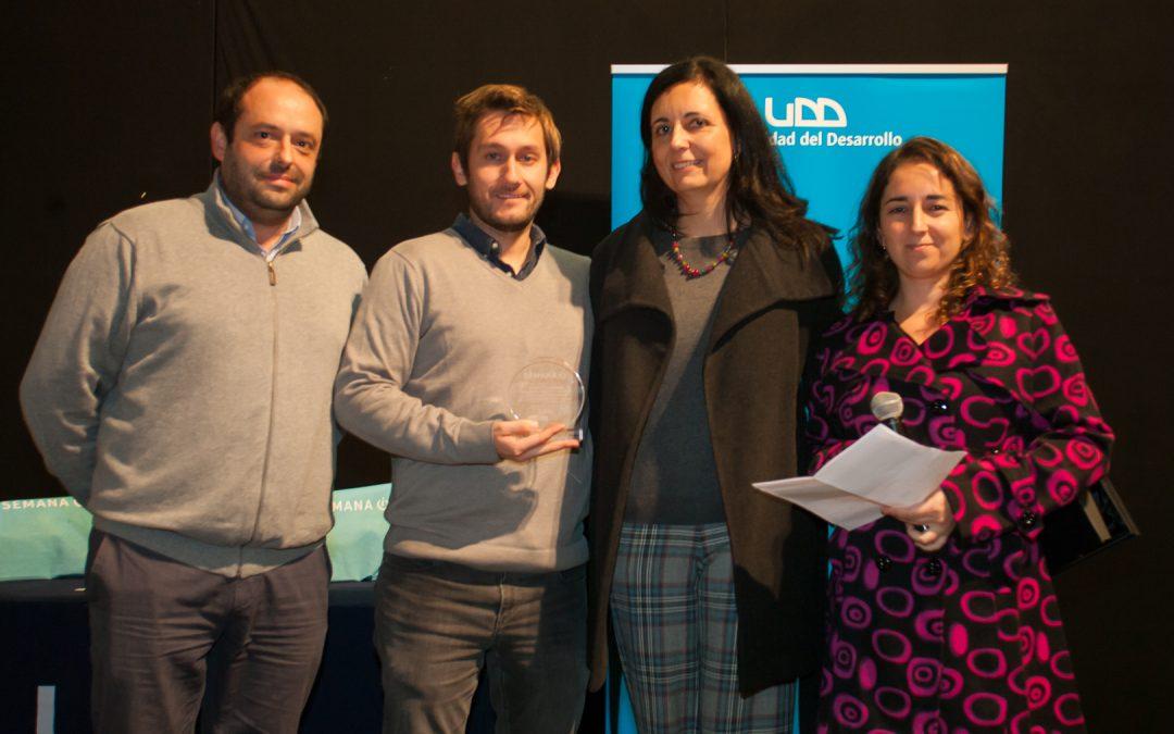 Acción Solidaria recibe reconocimiento de la UDD por participación en Semana i